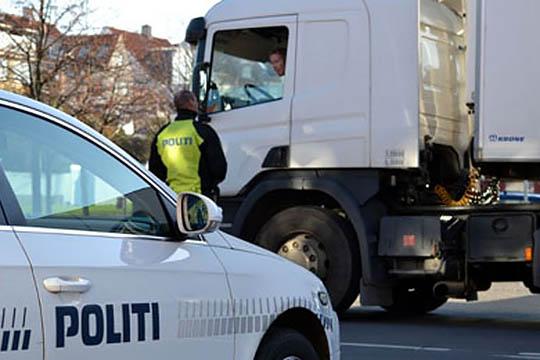 Lastbil standset med otte ulovlige dæk