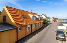 Hus uden bopælspligt ved Listed havn