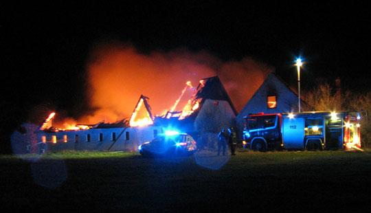 Voldsom gårdbrand i Østerlars