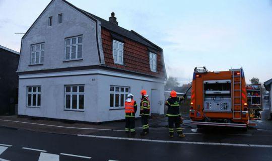Hus skadet i brand i Klemensker