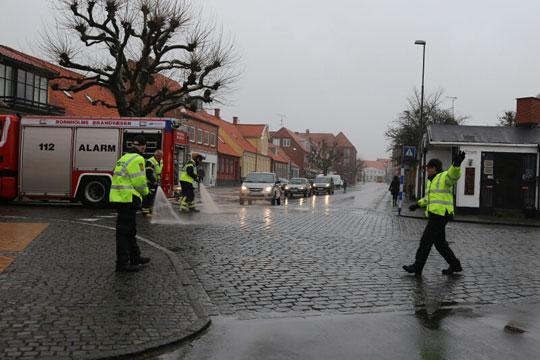 Bybus spildte olie rundt i Rønne