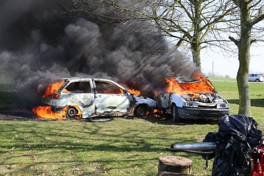 To biler brød i brand i Nyker