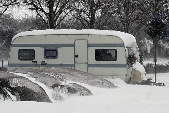 Campingvognen i hi for vinteren