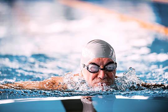 Svømning er skånsom for leddene