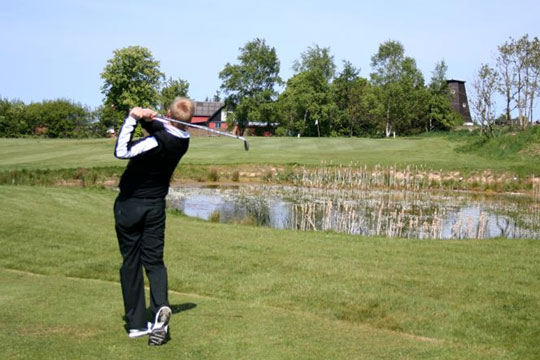 Selskab bag golfbaner mangler kapital