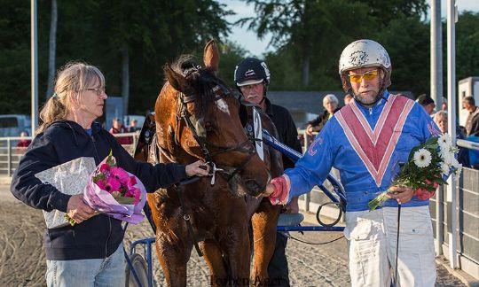 Anden hestetræner over 100.000 kroner i år