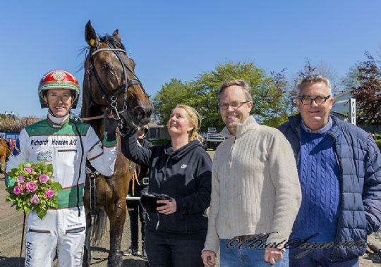 Lille præmie til en af Winnies heste i Sverige