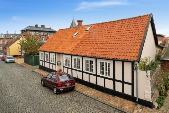 Velrenoveret hus centralt i Rønne