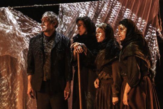 Teaterdrama om fattigdom og frisind