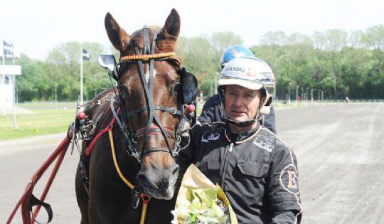 Lind-Holms nye hest er kommet til øen