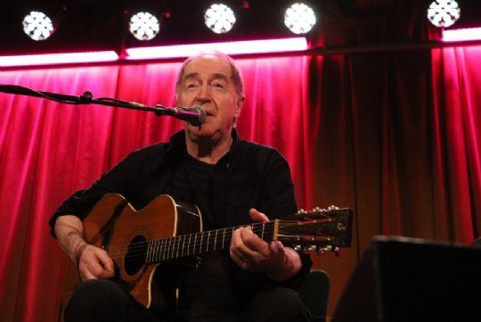 Intim koncert med Niels Skousen