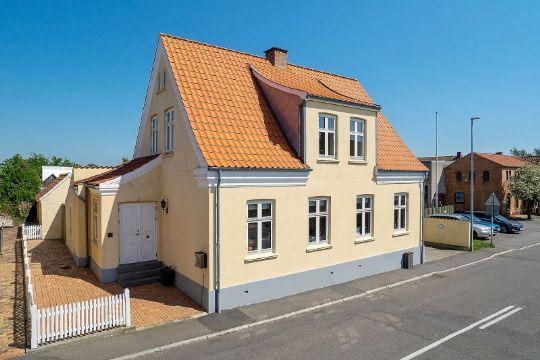Charmerende og stor villa i Hasle