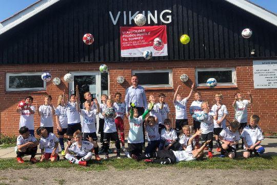 Vikings drenge fik fodbolde