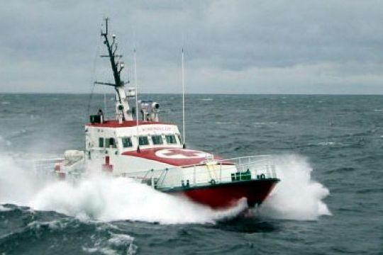 Sejlbåd slæbt ind til Nexø