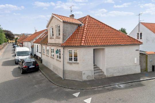 Moderne villa centralt i Nexøs gamle bydel