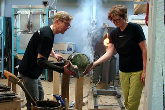 Glaskunstnere udstiller på glasmuseet