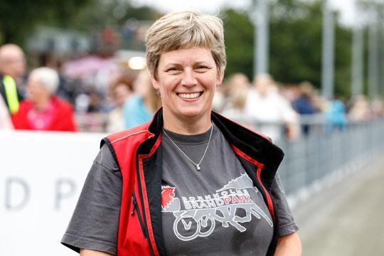 Travbanen støtter Knæk Cancer