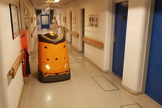 Robot indtager hospitalets gange