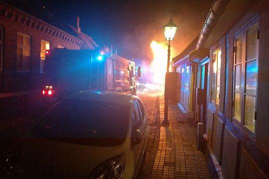 Voldsom husbrand i Rønnes gamle bydel