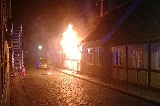 Nyt fra politiet om årsag til voldsom brand
