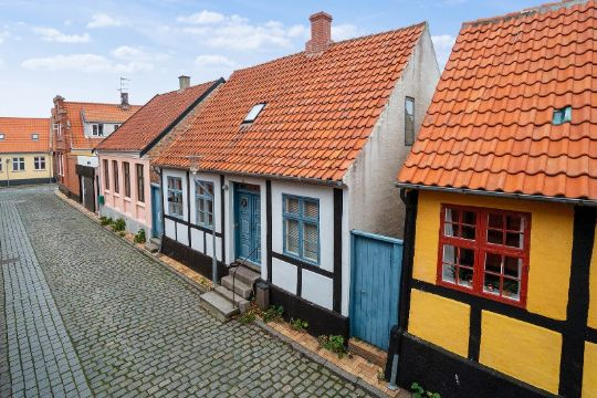 Centralt byhus med have i Rønne