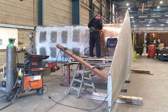 16 tons tung T-foil klar til Express 1
