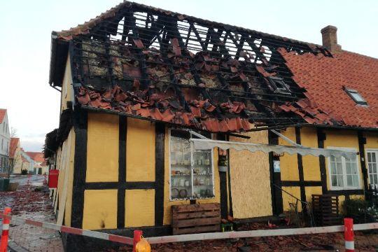 Store skader efter brand i Svaneke