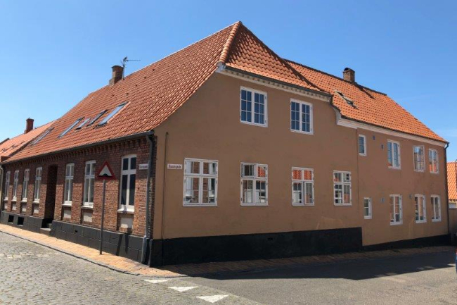 Fire ejendomme med 29 boliger solgt i Rønne