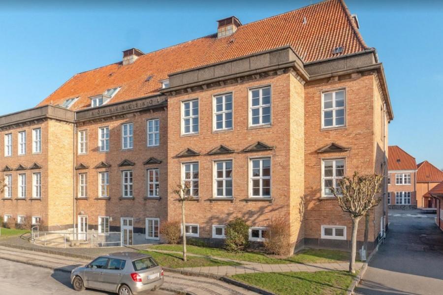 Østre Skole udbudt til salg uden mindstepris