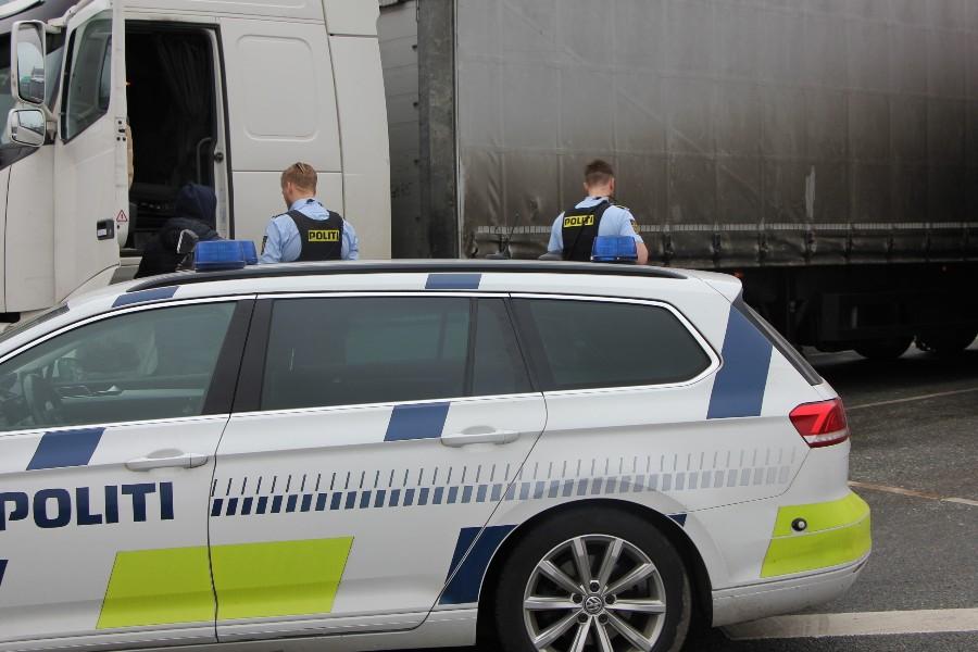 Politiet eskorterede lastbil til værksted