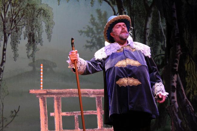 """Komisk udgave af """"Elverhøj"""" på Rønne Theater"""