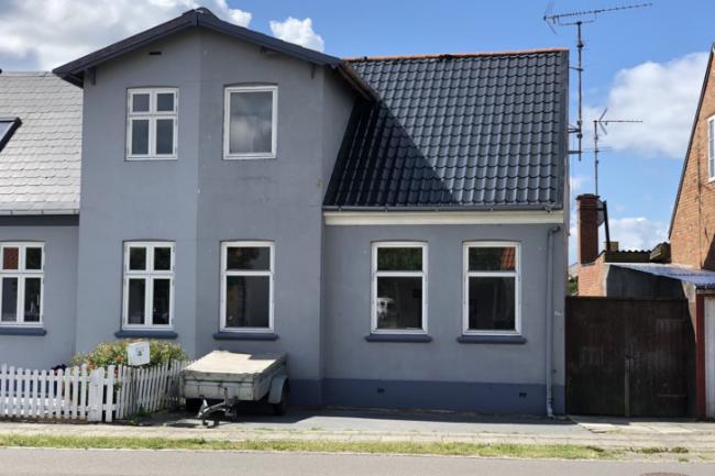 Halvt dobbelthus tæt på Rønne centrum