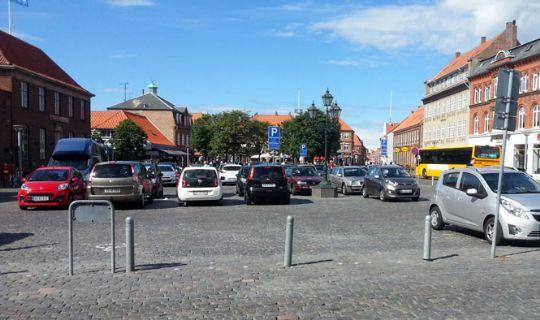 Ældreråd: Rønnes bymidte mangler p-pladser