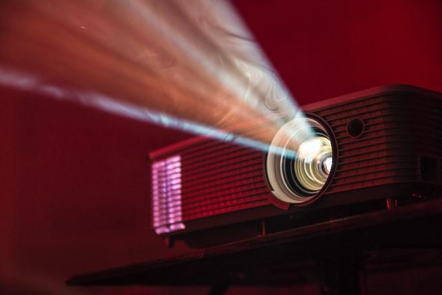 Hvordan vælger man den bedste projektor til kontoret?