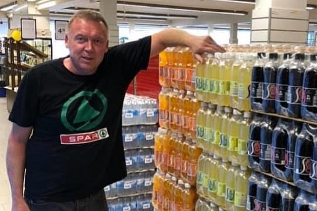 Købmand hjælper trængte familier