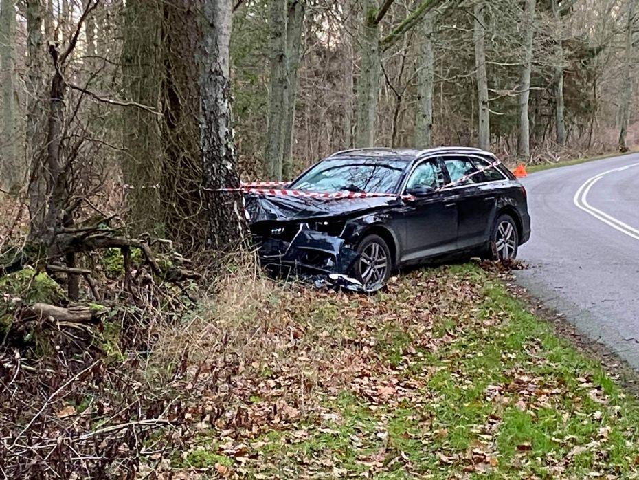 Mandlig bilist kørte ind i træ i Hasle