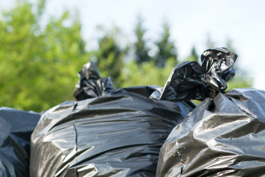 Affald dumpet i naturen