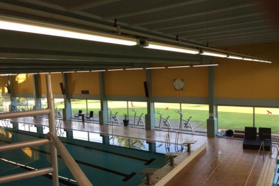 BRK betaler til tag på svømmehal