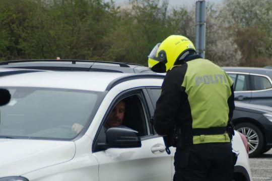 To bilister overtrådte færdselsloven