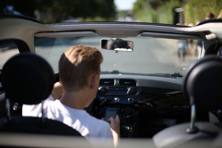 Sådan må du bruge din mobil i trafikken