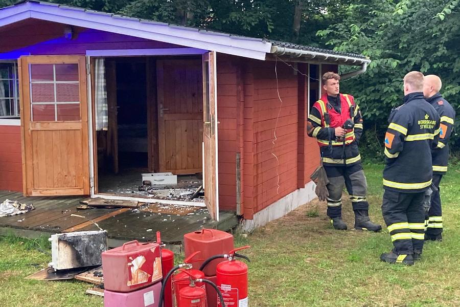 Brand i campinghytte i Sandvig