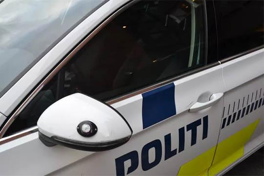 14-årig på flugt påkørte politibetjent