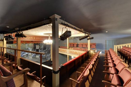 Teaterforening aflyser forestilling