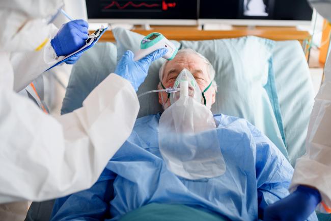 En patient med Covid-19 på hospitalet