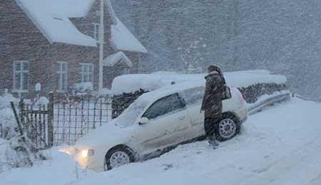 Politiet: Kør forsigtigt i snevejret