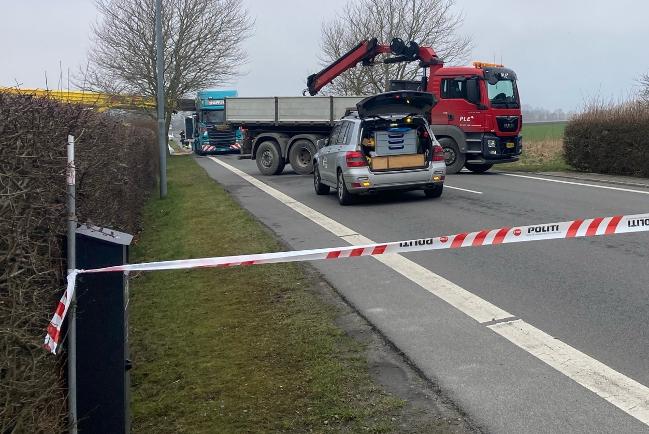 Kran væltede ud over vej i Nexø