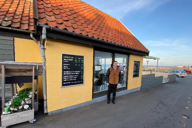 Cafe på Allinge havn sat til salg