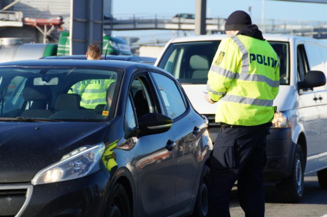 Turist kørte fra færgen uden kørekort