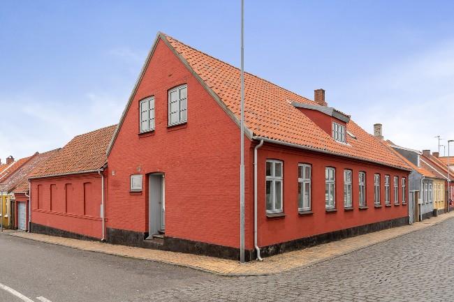 Stort og charmerende byhus i Rønne