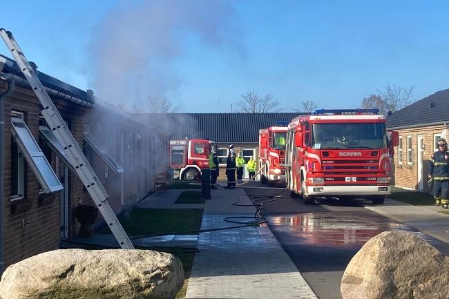 Beboer reddet ud fra røgfyldt rækkehus i Rønne